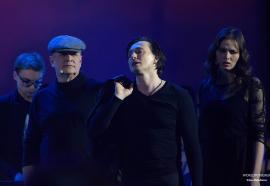 «Посмотрите, вот он без страховки идет!», - Московский Губернский театр сыграл в Кремле спектакль «Высоцкий. Рождение легенды»