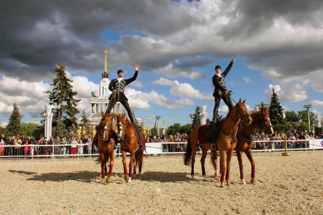 Всадники Кремлевской школы верховой езды поздравят посетительниц ВДНХ с Международным женским днем