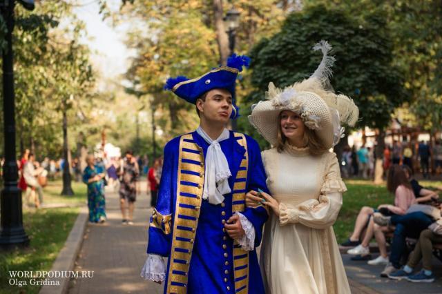 Институт Современного искусства в День города устроил праздник на Страстном бульваре