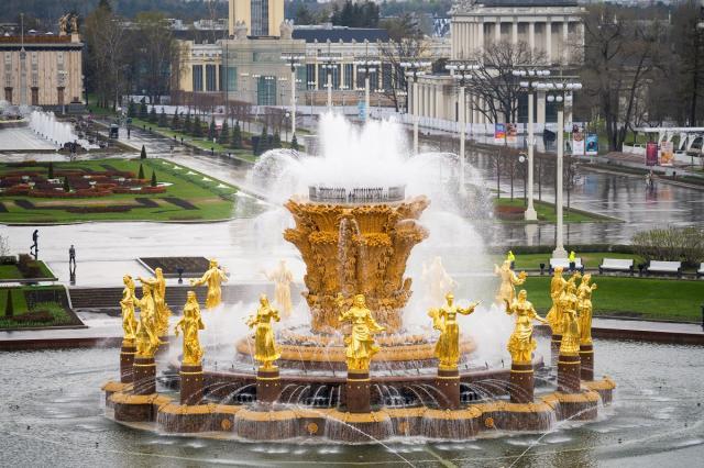 Летний сезон на ВДНХ открыли запуском фонтанов