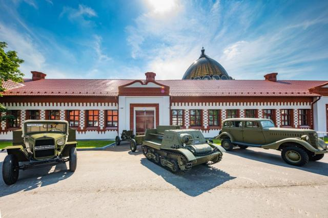 «Дороги войны. Дороги победы»: на ВДНХ открылась уличная экспозиция исторической военной автомобильной техники