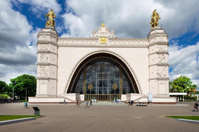 Начало сентября в центре «Космонавтика и авиация» на ВДНХ: бесплатные экскурсии и лекция