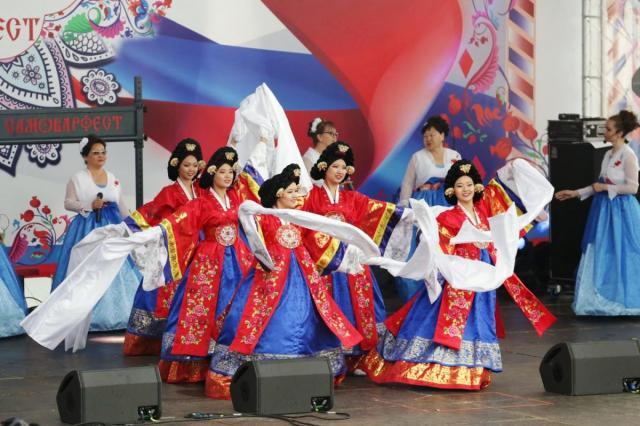 Выступления звезд и самый большой хоровод: «Самоварфест» в честь Дня России
