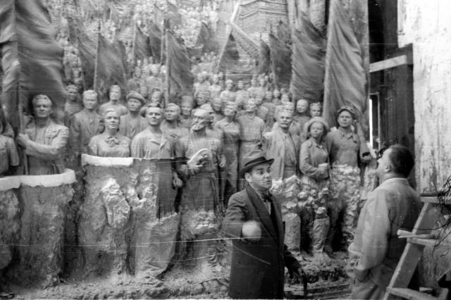 В Музей ВДНХ передали редкие кадры с Вучетичем