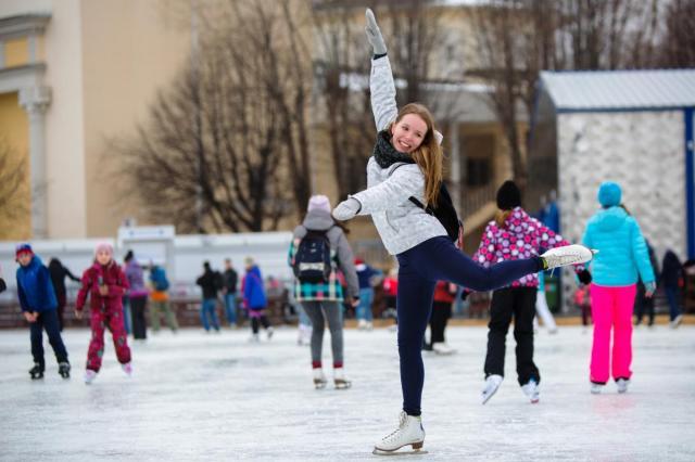 На ВДНХ стартуют экскурсии на коньках