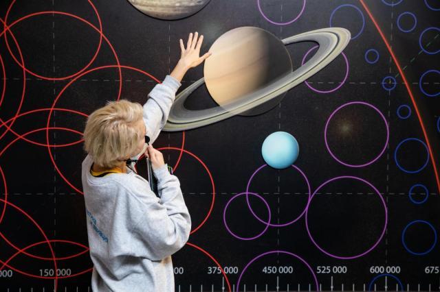 В центре «Космонавтика и авиация» на ВДНХ стартовала экскурсия о химии и космосе