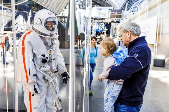 Встреча с космонавтами, кинопоказы и бесплатные экскурсии: на ВДНХ отметят юбилей первого выхода человека в открытый космос