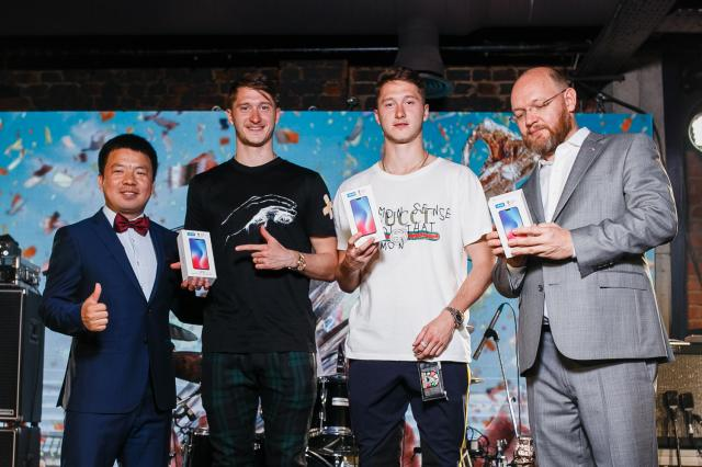 Vivo представила эксклюзивный дизайн смартфона V9, посвящённый чемпионству ФК «Локомотив»