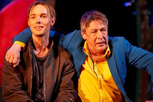 Премьера спектакля «Амстердам» в «Современнике»: в грохоте и ритме века, самое важное - Быть Человеком!