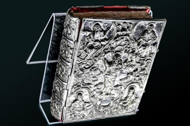 Редкие древние книги из Коломенского впервые показали на ВДНХ