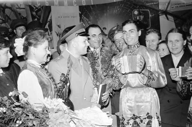 Чертежи «Космоса», фото Гагарина и 1,5 тысячи открыток: на ВДНХ определили предпочтения пользователей Медиатеки