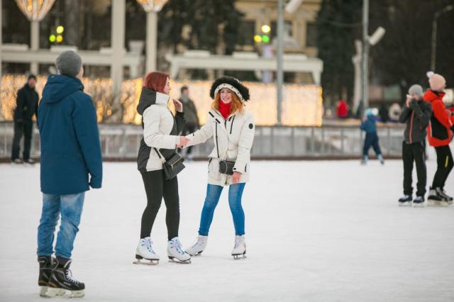 Студенческая зима на ВДНХ: учащиеся вузов смогут пройти на каток за полцены