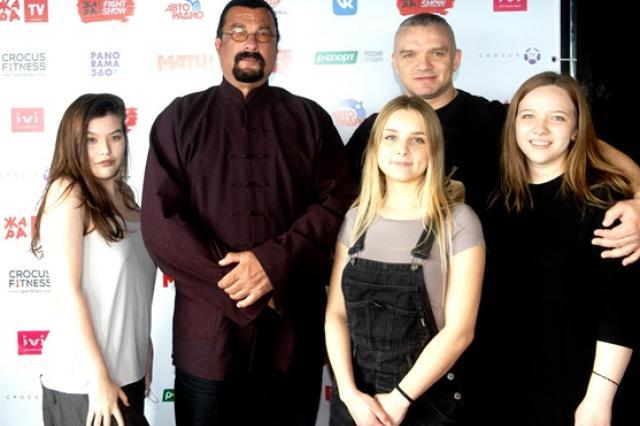 Первое бойцовское шоу Стивена Сигала  «ЖАРА Fight» прошло в Москве