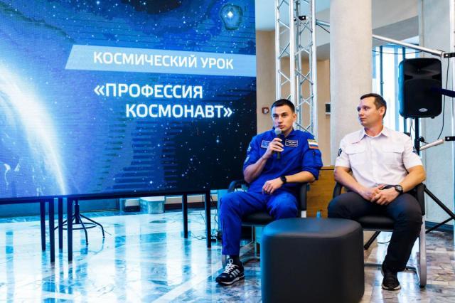 «Профессия космонавт — это когда страшно интересно»: на ВДНХ прошел открытый урок в «Космосе»