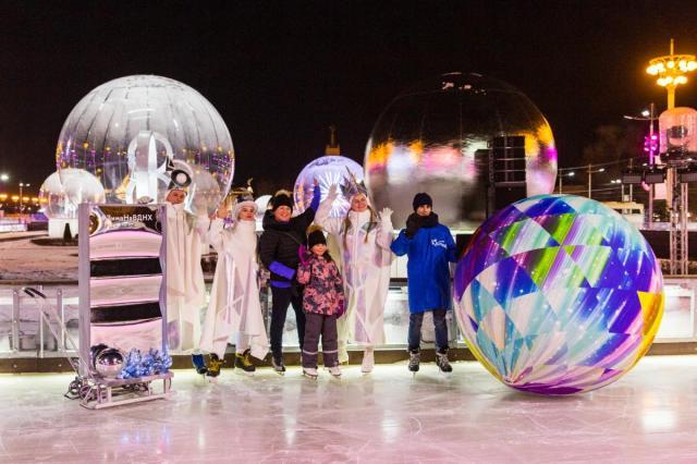 «Город зимы» на ВДНХ в день открытия принял тысячи гостей