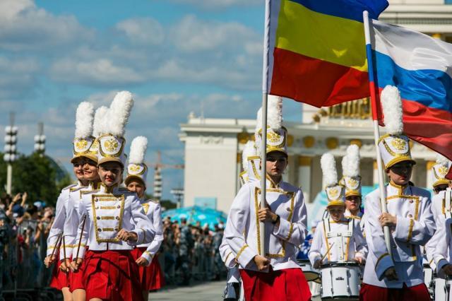 Праздничные мероприятия в честь Дня российского флага на ВДНХ посетили более 200000 человек