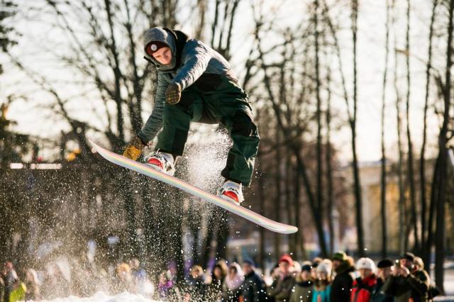 «Царь улицы»: на ВДНХ состоятся соревнования по джиббингу на сноуборде