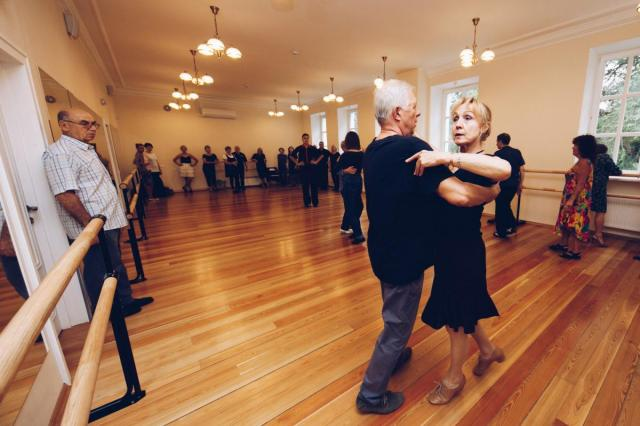 «Снова интересно жить!»: в рамках программы «Московское долголетие» москвичи старшего возраста учатся петь и танцевать