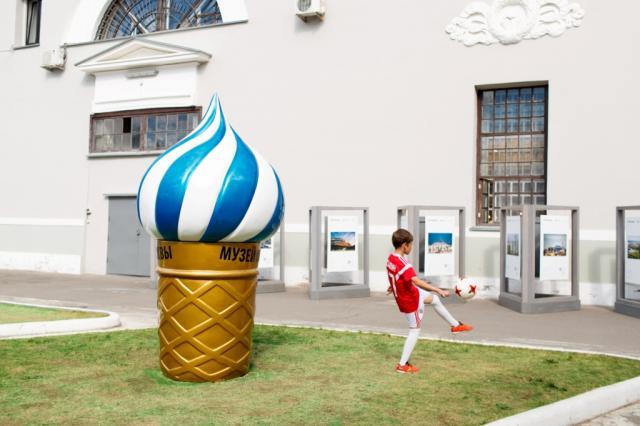 Скульптура Ольги Ломака охлаждала пыл поклонников футбола  в Музее Москвы