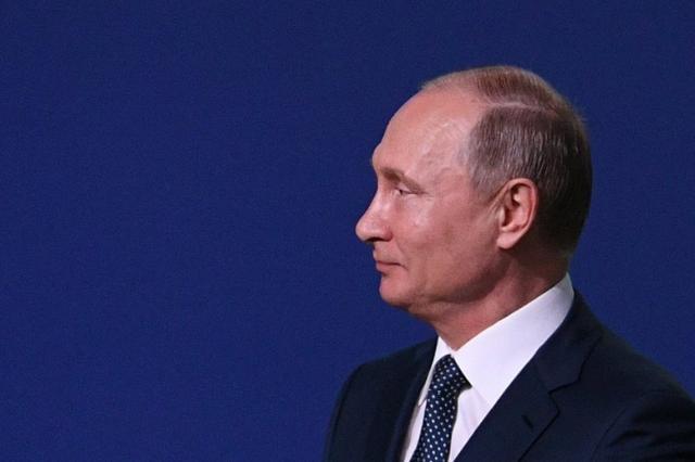 Путин посетил приуроченный к ЧМ-2018 концерт звезд оперы на Красной площади