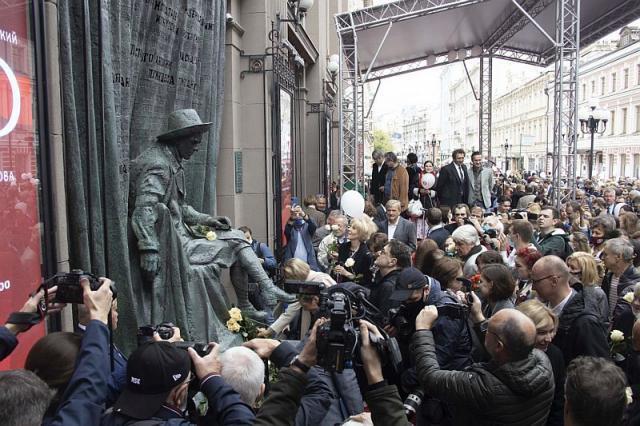 100-й сезон Вахтанговского театра стартовал открытием памятника Е.Б. Вахтангову!