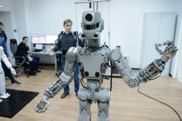 Кибернетик: Роботов создают из-за необходимости иметь рабов