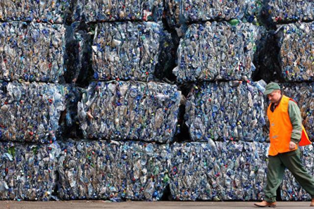 Ученые оценили, как много пластика съедает каждый человек