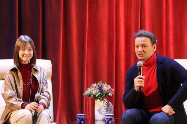 Пуговка из «Папиных дочек» приняла участие в театральной гостиной Александра Олешко в «Домисольке»