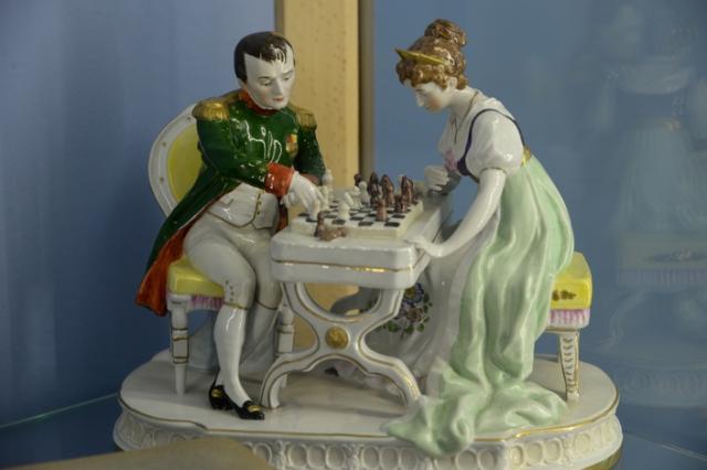 Скульптуры Наполеона и Суворова из дрезденского фарфора покажут на выставке в Петербурге