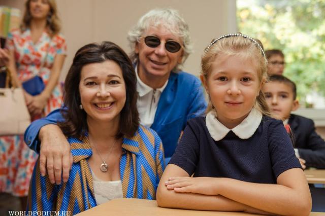 «Снова в школу!» - знаменитости с детьми начинают новый учебный год