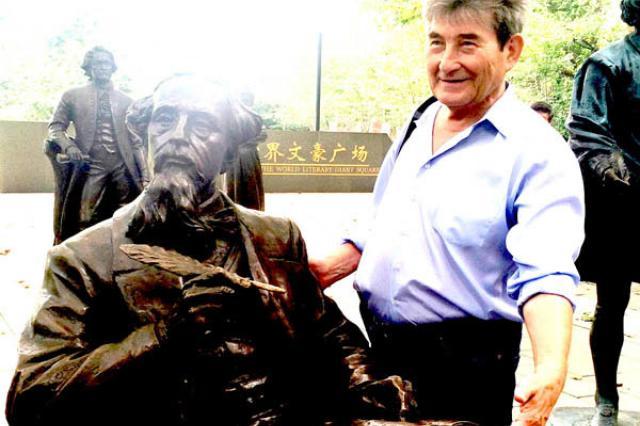 Российский писатель Марсель Салимов посетил с визитом Китай