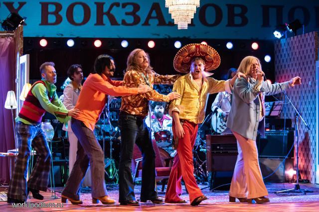 «В жизни всё можно купить, всё достать, а любовь не достанешь…» - в Московском Губернском театре поселились «Энергичные люди»