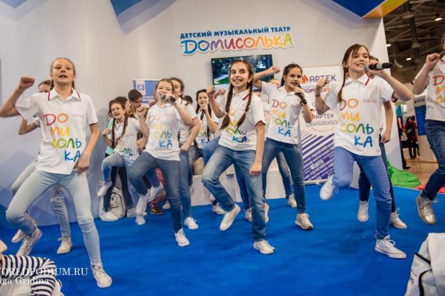 Английский мастер-класс, концертная программа и презентация нового мюзикла... Первый день Театра «Домисолька» на Московском международном салоне образования
