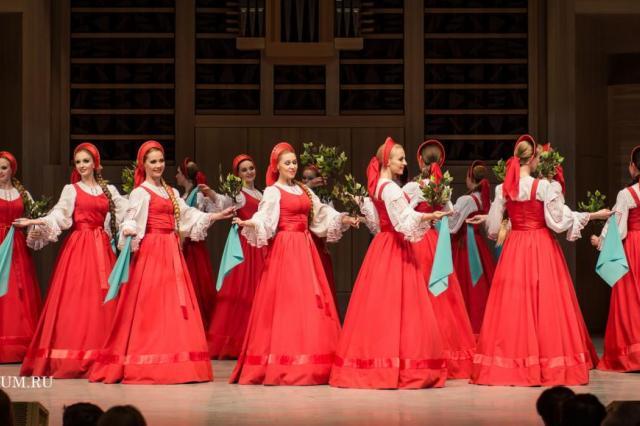 Хореографический ансамбль «Березка» имени Н.С. Надеждиной выступил в Доме музыки с праздничной программой, посвящённой Дню Победы