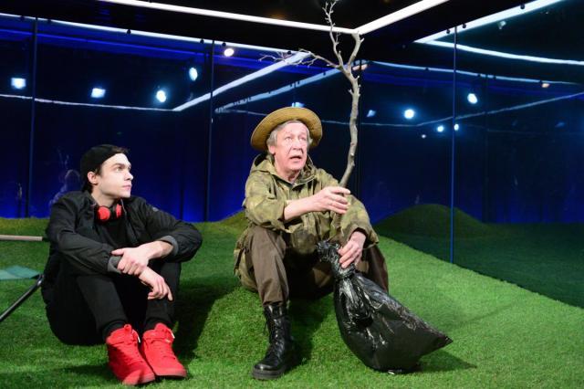 «У каждого дерева своя кора, как у человека лицо», - Михаил и Николай Ефремовы в спектакле «Посадить дерево»