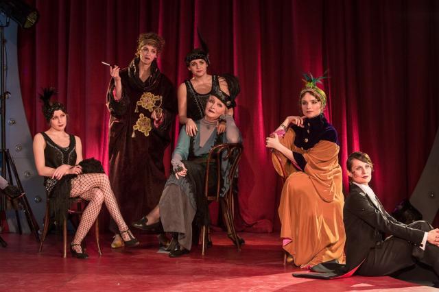 «K смелым душам, творящим лишь страсти веленье…»  В Московском Губернском театре представили поэтическое кабаре «Серебряное зеркало»