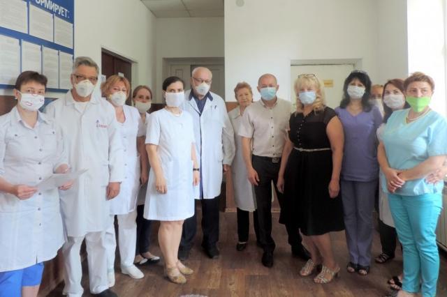 День медицинского работника: «Низко Вам поклониться хочу, Люди в белых халатах!»