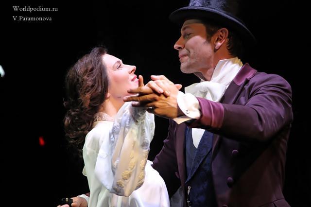 «Вдруг и встретится счастье?»: чувственная «Бовари» на Симоновской сцене Театра им. Вахтангова