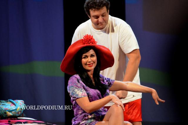 Премьера спектакля «Третий лишний» с Анастасией Заворотнюк
