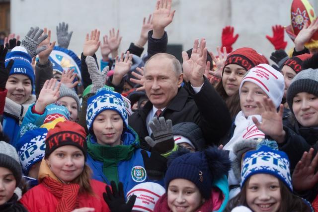 Путин пообщался с детьми после Кремлевской елки