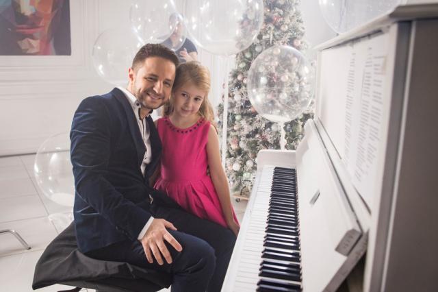 В волшебном клипе Софии Укупник и Брендона Стоуна ожила новогодняя сказка!