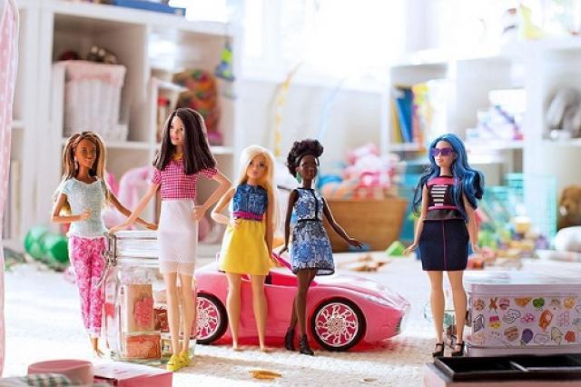 Барби расширяет стандарты красоты: теперь куклы отличаются друг от друга комплекцией