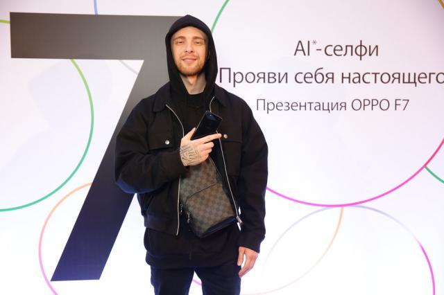 OPPO представила в России смартфон F7 на базе искусственного интеллекта (AI)