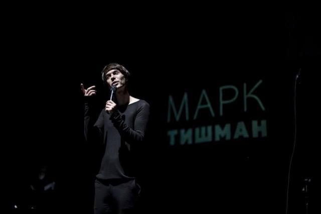 «Вновь шаром воздушным в небо улетит моё вчера», - моноспектакль Марка Тишмана «Лица: эффект отсутствия»