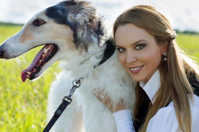 Певице Варваре подарили собак для «царской охоты»