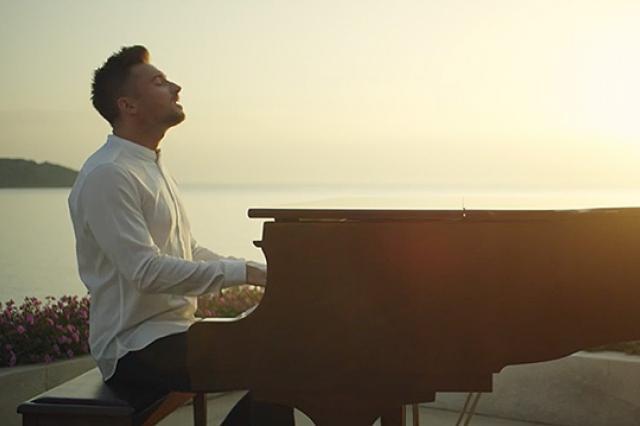 Сергей Лазарев представил клип на песню Breaking Away