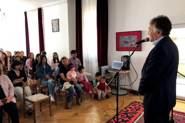 В Берлине открылась фотовыставка в рамках празднования 90-летия Айтматова