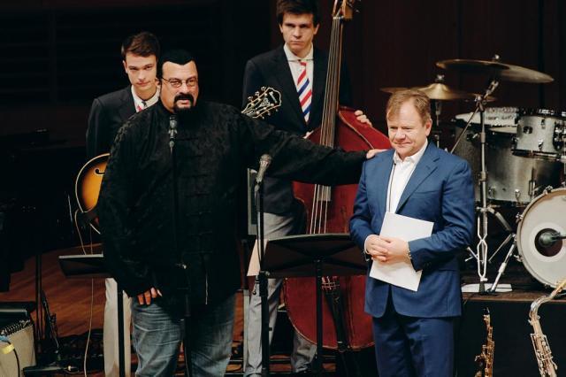 Стивен Сигал посетил закрытие фестиваля «Триумф джаза»