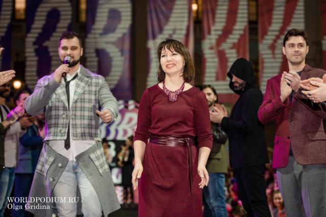 Елена Брежнева презентовала сразу 30 луков на Неделе моды в Москве