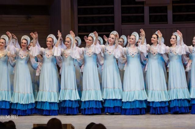 Хореографический ансамбль «Берёзка» представил патриотичную программу на сцене Светлановского зала Дома музыки